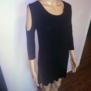 🎈3 for $10 Black cold shoulder tunic